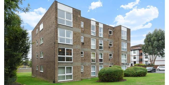 £1,050 per Calendar Month, 2 Bedroom Flat To Rent in Bromley, BR1