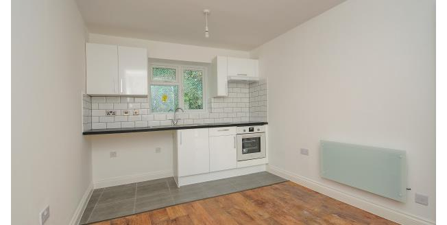 £950 per Calendar Month, 2 Bedroom Apartment To Rent in Bromley, BR1