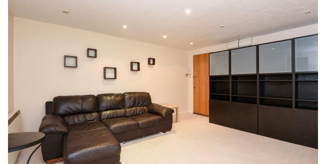 £900 per Calendar Month, 1 Bedroom Apartment To Rent in Orpington, BR6