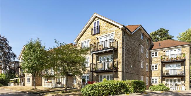 Offers Over £500,000, 2 Bedroom Flat For Sale in Whetstone, N20