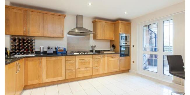 £3,000 per Calendar Month, 2 Bedroom Flat To Rent in Weybridge, KT13