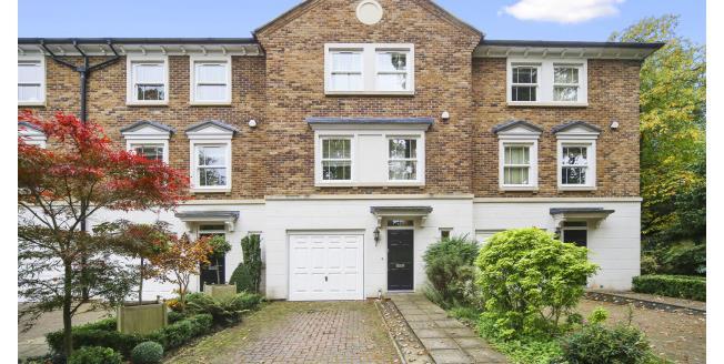 £2,500 per Calendar Month, 4 Bedroom Town House To Rent in Weybridge, KT13