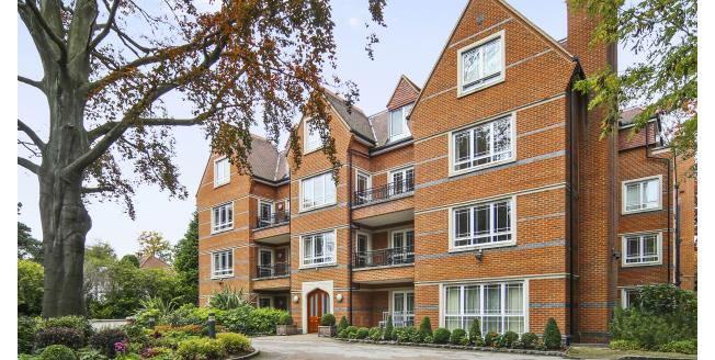 £3,000 per Calendar Month, 2 Bedroom Apartment To Rent in Weybridge, KT13