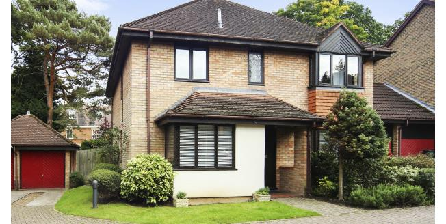 £2,500 per Calendar Month, 4 Bedroom To Rent in Weybridge, KT13