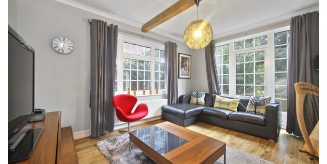 £2,400 per Calendar Month, 4 Bedroom Detached House To Rent in Weybridge, KT13