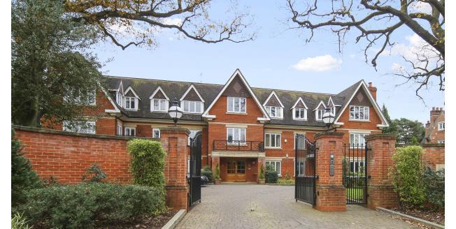 £2,250 per Calendar Month, 2 Bedroom Apartment To Rent in Weybridge, KT13