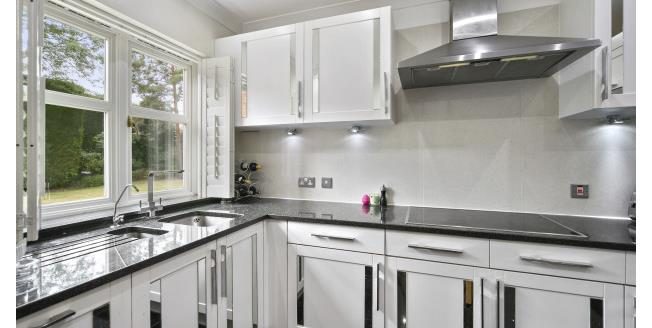 £1,750 per Calendar Month, 2 Bedroom Apartment To Rent in Weybridge, KT13