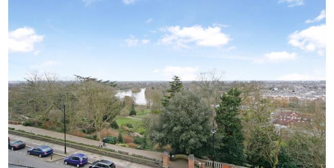 £1,995 per Calendar Month, 2 Bedroom Flat To Rent in Richmond, TW10