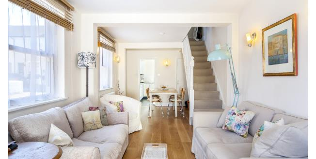 £2,050 per Calendar Month, 2 Bedroom House To Rent in Richmond, TW10