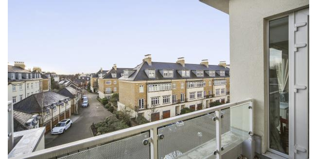 £2,000 per Calendar Month, 2 Bedroom Apartment To Rent in Richmond, TW9