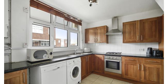 £1,950 per Calendar Month, 4 Bedroom Maisonette Apartment To Rent in London, SW15