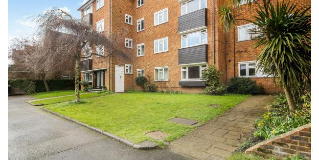 £1,450 per Calendar Month, 2 Bedroom Apartment To Rent in Richmond, TW9