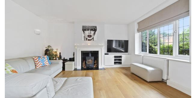 £1,450 per Calendar Month, 2 Bedroom Apartment To Rent in Esher, KT10