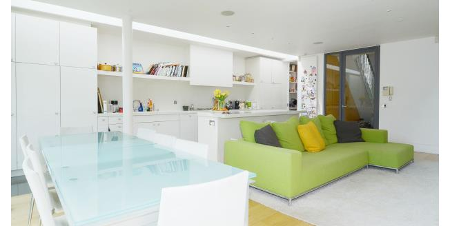 £5,850  per Calendar Month (Calculated), 5 Bedroom House To Rent in London, W4