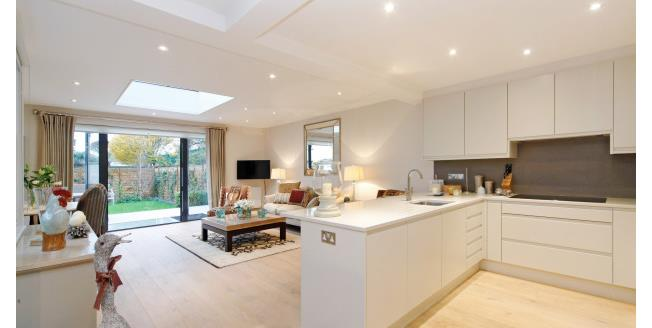 £5,850  per Calendar Month (Calculated), 3 Bedroom Maisonette Apartment To Rent in London, SW6