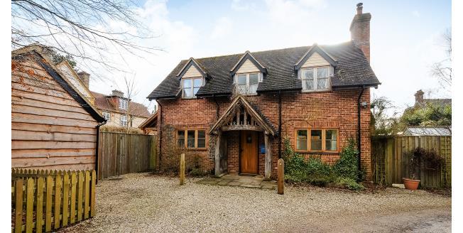 £1,950 per Calendar Month, 3 Bedroom Cottage House To Rent in Brockenhurst, SO42