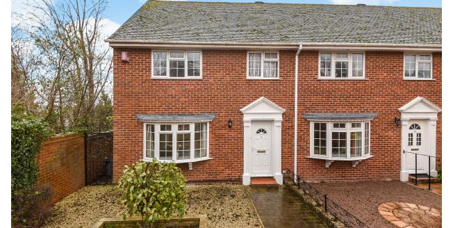 £1,250 per Calendar Month, 3 Bedroom End of Terrace House To Rent in Lymington, SO41