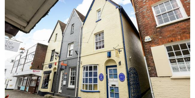 £800 per Calendar Month, 2 Bedroom Apartment To Rent in Lymington, SO41