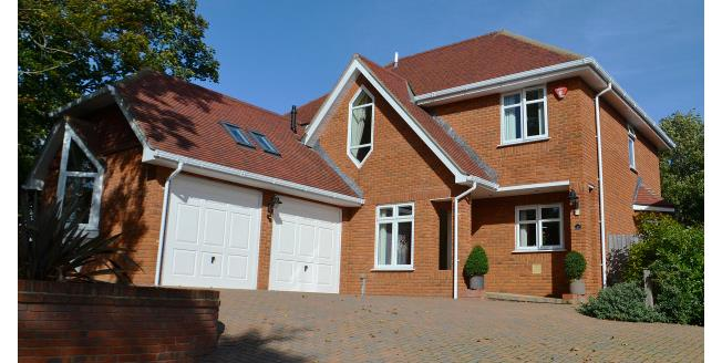 £2,500 per Calendar Month, 4 Bedroom House To Rent in Lymington, SO41