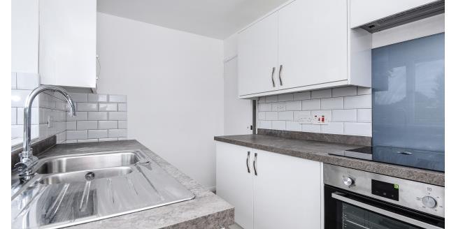 £1,150 per Calendar Month, 2 Bedroom Bungalow To Rent in Lymington, SO41