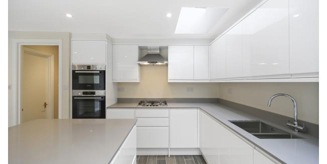 £3,986  per Calendar Month (Calculated), 5 Bedroom House To Rent in London, SW6