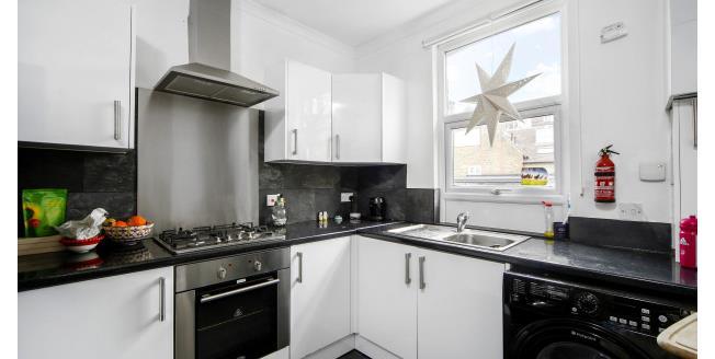 £1,900 per Calendar Month, 2 Bedroom Flat To Rent in Wimbledon, SW19