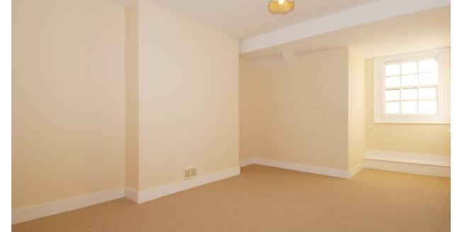 £2,000 per Calendar Month, 3 Bedroom Flat To Rent in London, SW19