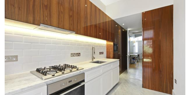 £5,200  per Calendar Month (Calculated), 3 Bedroom Maisonette Apartment To Rent in London, SW7