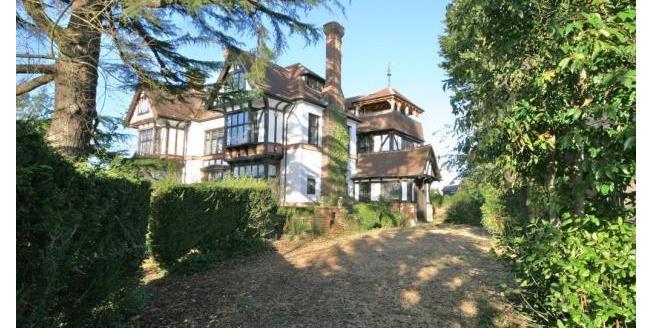 £2,800 per Calendar Month, 5 Bedroom Semi Detached House To Rent in Billingshurst, RH14