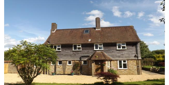 £2,400 per Calendar Month, 6 Bedroom Detached House To Rent in Horsham, RH13