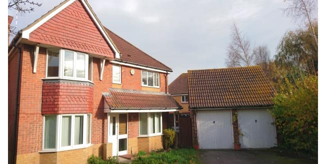 £1,500 per Calendar Month, 4 Bedroom House To Rent in Littlehampton, BN17