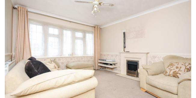 £1,350 per Calendar Month, 3 Bedroom House To Rent in Swanley, BR8