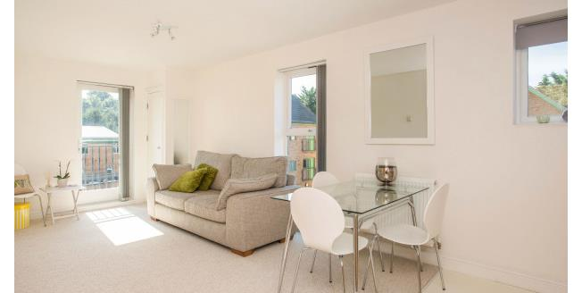 £1,000 per Calendar Month, 2 Bedroom Flat To Rent in Dartford, DA4