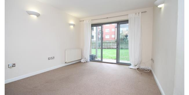 £1,300 per Calendar Month, 2 Bedroom Flat To Rent in London, SE13