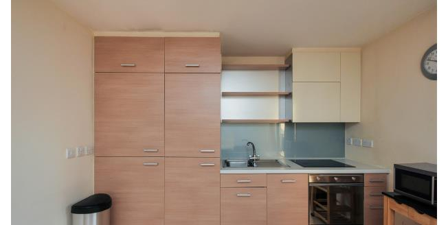 £1,100 per Calendar Month, Flat To Rent in London, SE13