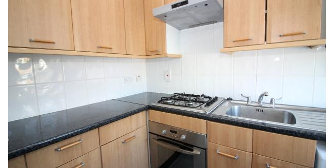 £950 per Calendar Month, 1 Bedroom Flat To Rent in Catford, SE6