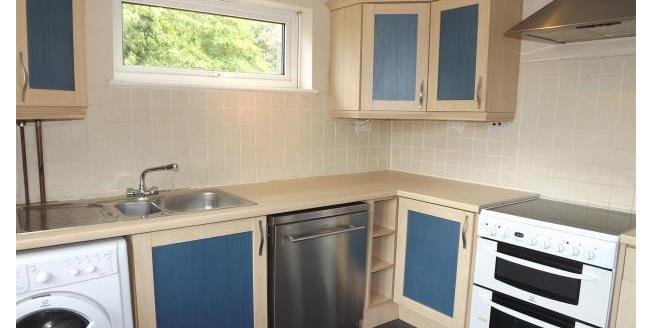 £1,250 per Calendar Month, 3 Bedroom Flat To Rent in Beckenham, BR3