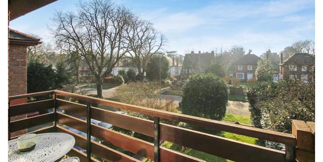 £1,400 per Calendar Month, 2 Bedroom Flat To Rent in Beckenham, BR3