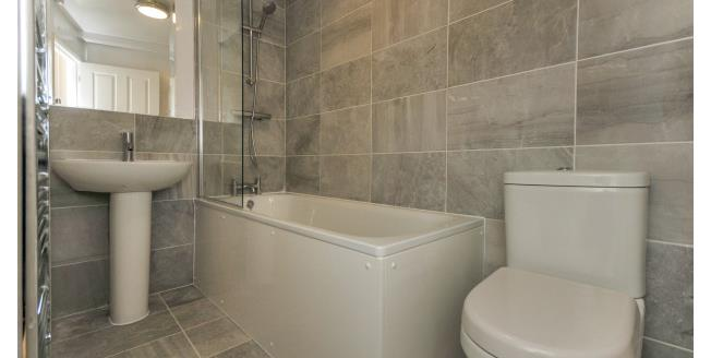 £1,150 per Calendar Month, 2 Bedroom Flat To Rent in London, SE12