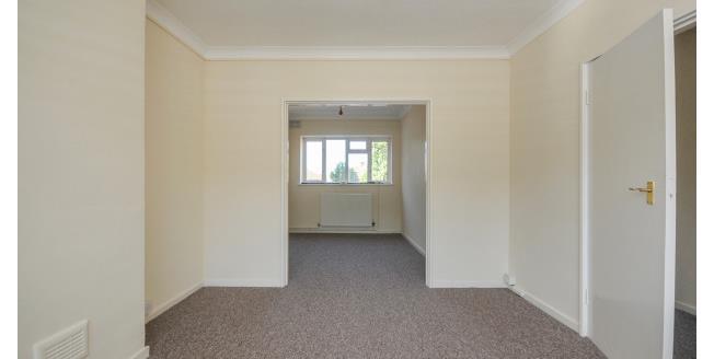 £1,100 per Calendar Month, 3 Bedroom Flat To Rent in Beckenham, BR3