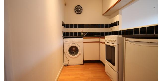 £925 per Calendar Month, 1 Bedroom Flat To Rent in Sutton, SM1