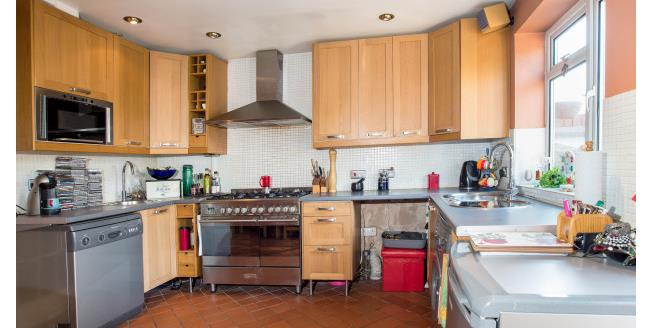 £1,575 per Calendar Month, 3 Bedroom Cottage House To Rent in Cheam, SM1