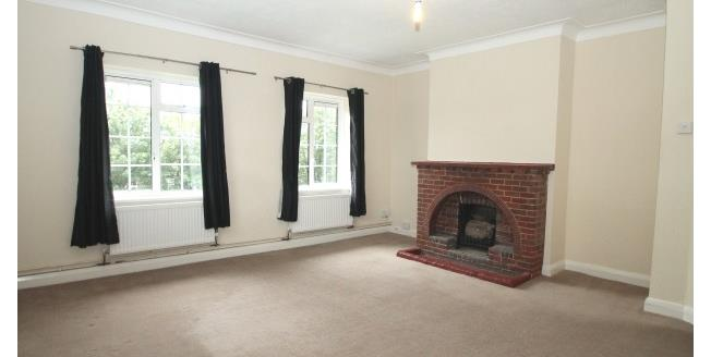 £1,050 per Calendar Month, 2 Bedroom Flat To Rent in Cheam, SM3