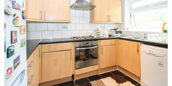 £1,250 per Calendar Month, 2 Bedroom Flat To Rent in Sutton, SM2