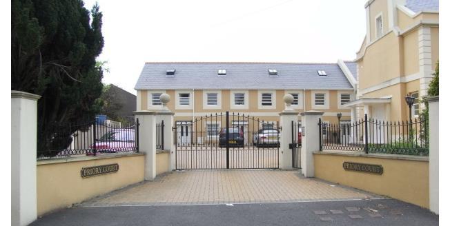 £600 per Calendar Month, 2 Bedroom Flat To Rent in Torquay, TQ1