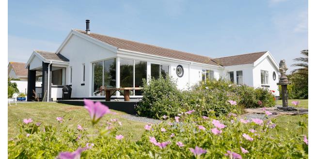 £1,500 per Calendar Month, 4 Bedroom Bungalow To Rent in Padstow, PL28