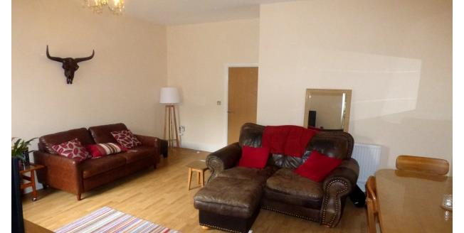 £750 per Calendar Month, 2 Bedroom Flat To Rent in Portsmouth, PO1