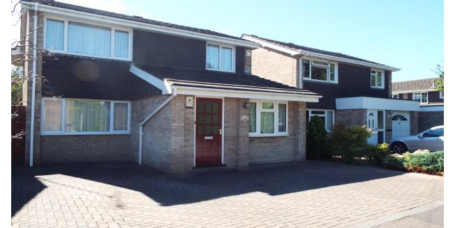 £1,350 per Calendar Month, 4 Bedroom Detached House To Rent in Romsey, SO51