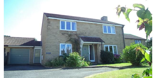 £1,050 per Calendar Month, 4 Bedroom House To Rent in Martock, TA12