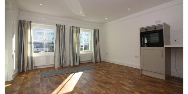 £750 per Calendar Month, 2 Bedroom Flat To Rent in Bridport, DT6